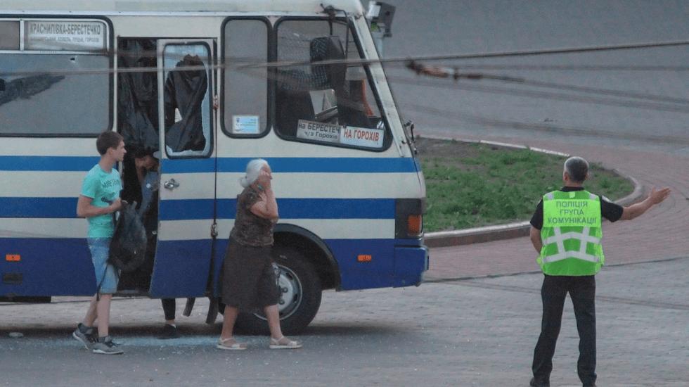 Tras más de 12 horas, liberan a rehenes de autobús en Ucrania - Foto de EFE