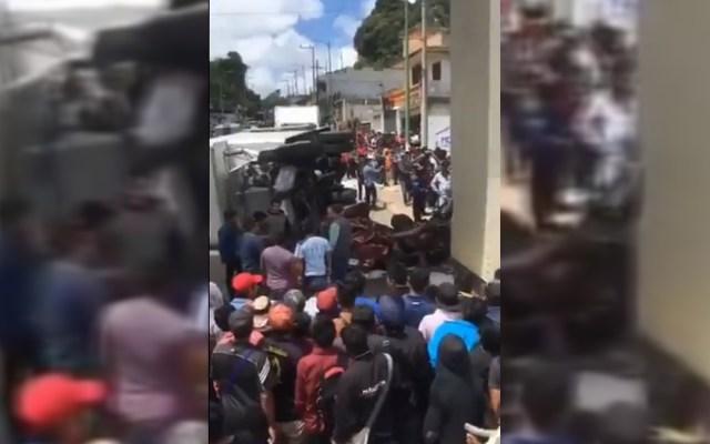 Funcionarios de Chiapas siguen retenidos tras accidente de camión del IMSS que dejó 3 muertos - Accidente de camión del IMSS en Chiapas. Captura de pantalla