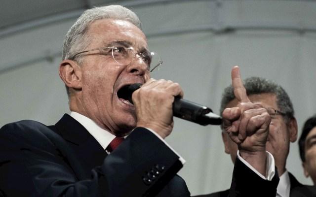 Expresidente colombiano Uribe renuncia a curul en Senado tras detención domiciliaria - Álvaro Uribe Colombia expresidente