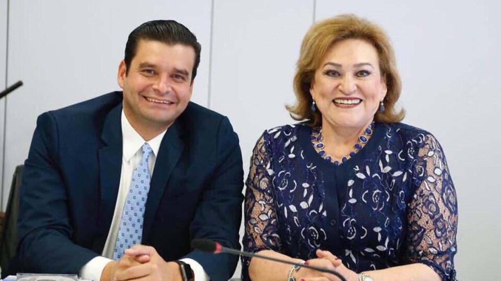 Familia de Antonio Echevarría, gobernador de Nayarit, da positivo a COVID-19 - Antonio Echevarría, gobernador de Nayarit, con su madre Martha Elena. Foto de @aegnayarit