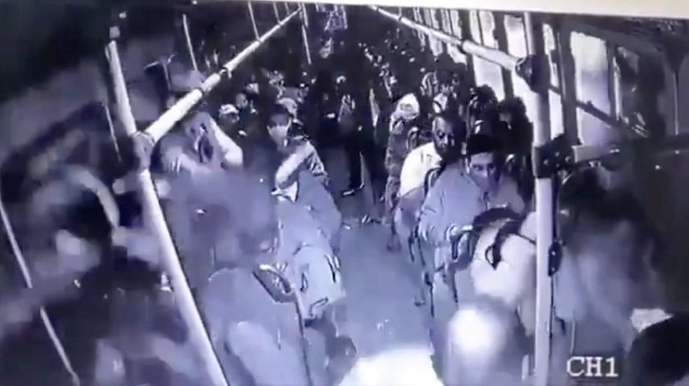 #Video Policía abate a presuntos asaltantes de transporte público en la México-Puebla - Captura de pantalla