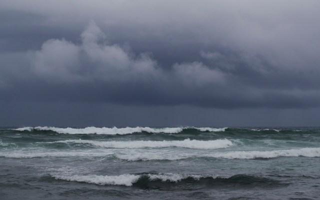 Temporada de huracanes en el Atlántico tendrá récord de 25 tormentas - Aumento de oleaje en República Dominicana por Isaías. Foto de EFE
