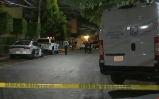 Suman 67 mil 133 homicidios dolosos en lo que va del sexenio de AMLO - Av Cordillera de los Andes acordonada por homicidio de hombre. Captura de pantalla / Noticieros Televisa
