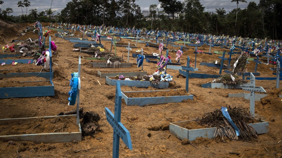 Brasil rebasa las 120 mil muertes por COVID-19; sumó 758 en las últimas 24 horas - Foto de EFE/Raphael Alves/Archivo.