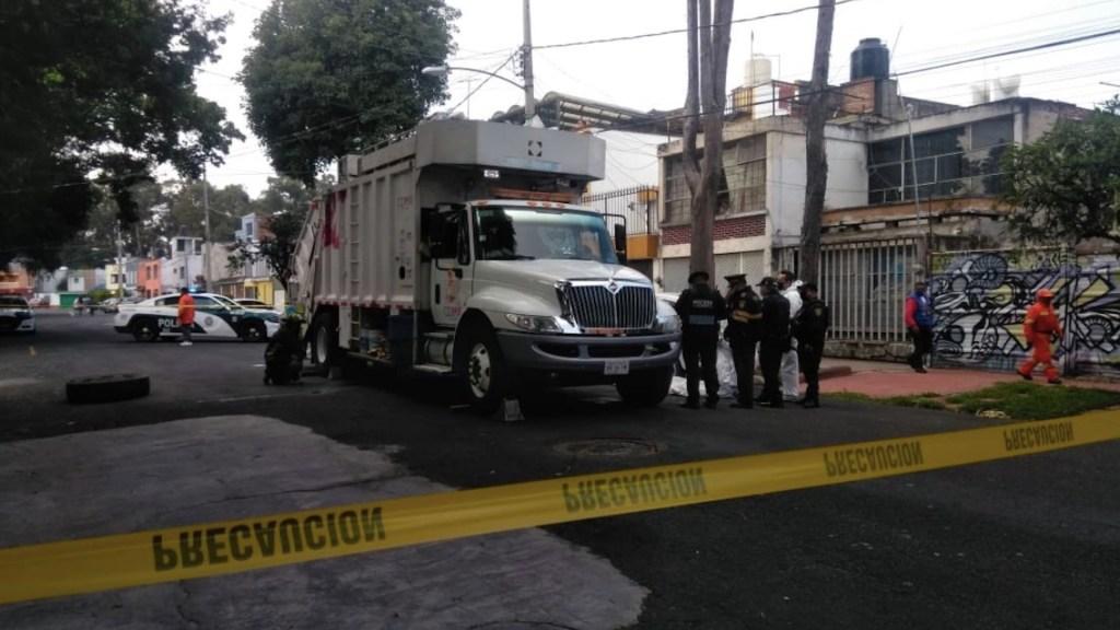 Trabajador de servicio de limpia muere atropellado por camión de basura en el que laboraba - Foto de Dafne Mora