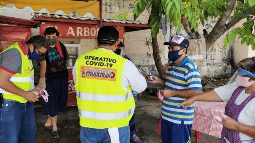 Campeche, primer estado del país en Semáforo de Riesgo Amarillo - En Campeche, un operativo contra el COVID-19 en zonas de riesgo. Foto de @SaludCampeche