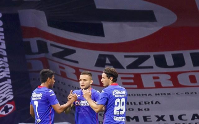 Cruz Azul golea a Necaxa y se afianza en la cima de la Liga MX - Foto de EFE/José Méndez.
