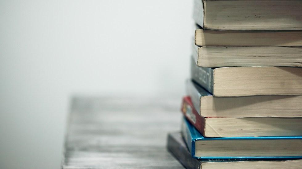 Prepare sus maletas para un viaje con los libros en YouTube - Estudio educación libros escuelas