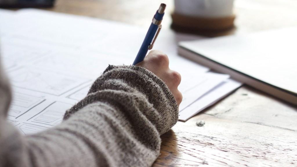 SEP descarta suspender prueba PISA - Examen documentos hojas firma