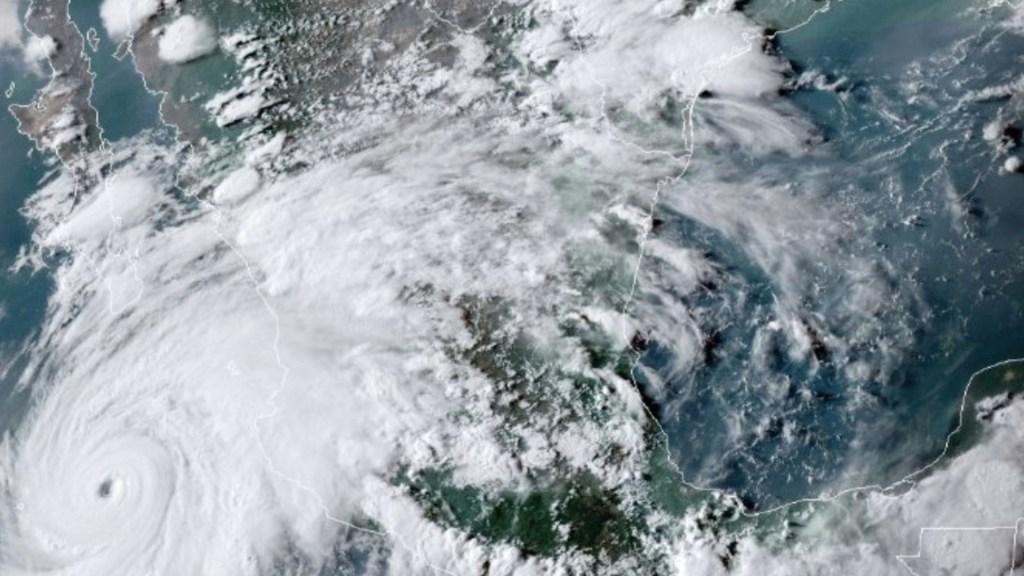Genevieve continúa desplazamiento paralelo al Pacífico mexicano; activan alerta roja en La Paz y Los Cabos - Foto de NOA