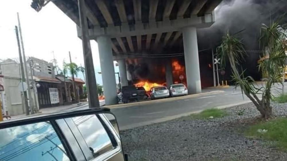 #Video Tres lesionados tras choque entre pipa y tren en Nuevo León - Foto de @nelvaldez