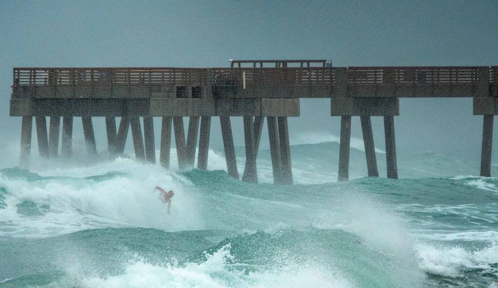 Isaías volverá a ser huracán antes de llegar a Carolina del Norte y del Sur - Foto de EFE