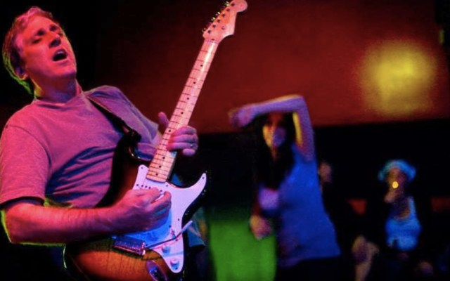Murió Jack Sherman, exguitarrista de Red Hot Chili Peppers - Foto de Alchetron