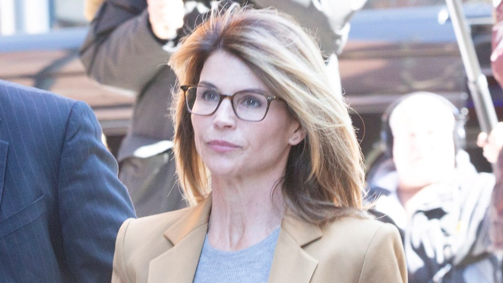Dan dos meses de cárcel a la actriz Lori Loughlin por sobornos a universidad - Lori Loughlin. Foto de EFE