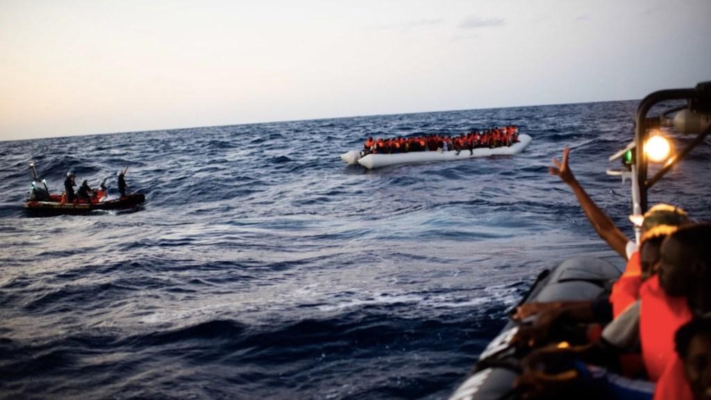 ONU exige permitir desembarco de migrantes rescatados en el Mediterráneo - Foto de Sea-Watch4