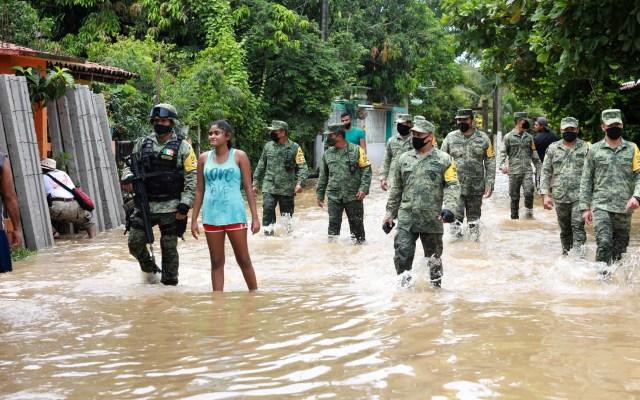 Prevén lluvias monzónicas en Jalisco, Colima y Michoacán por Hernán e Iselle - Plan DN-III-E en Guerrero por inundaciones ocasionadas por la tormenta tropical Hernán. Foto de EFE