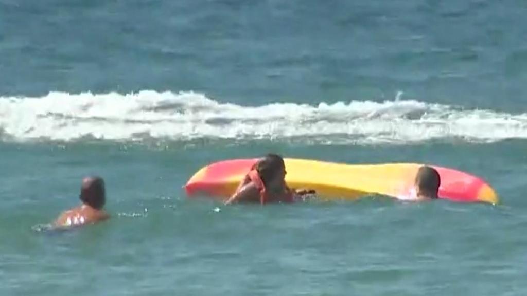 #Video Presidente de Portugal ayuda en rescate de dos bañistas de ahogarse - Presidente Portugal rescate bañistas