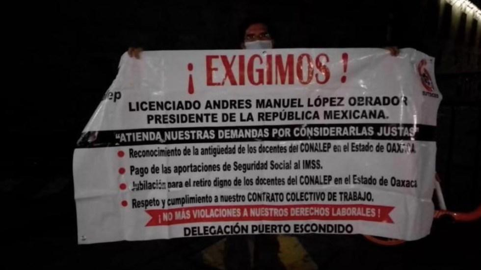 Profesores de Telebachillerato bloquean accesos a Palacio Nacional; provocan retrasos en reunión de Gabinete - Foto de La Razón