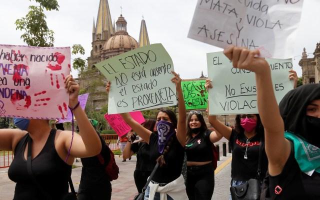 Feministas exigen justicia para menor abusada por funcionario en Puerto Vallarta - Protesta de feministas en Guadalajara por presunto abuso sexual de menor. Foto de EFE