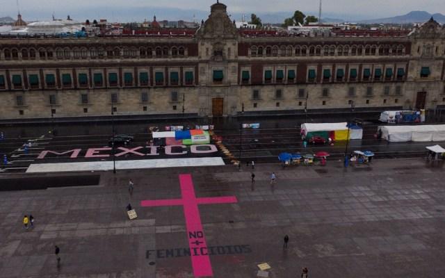 Protesta en la Ciudad de México contra los feminicidios - Madres de victimas de feminicidios protestan en la explanada del Zócalo de Ciudad de México, ante la falta de atención de las autoridades correspondientes por los feminicidios cometidos hacia sus hijas. Foto de EFE