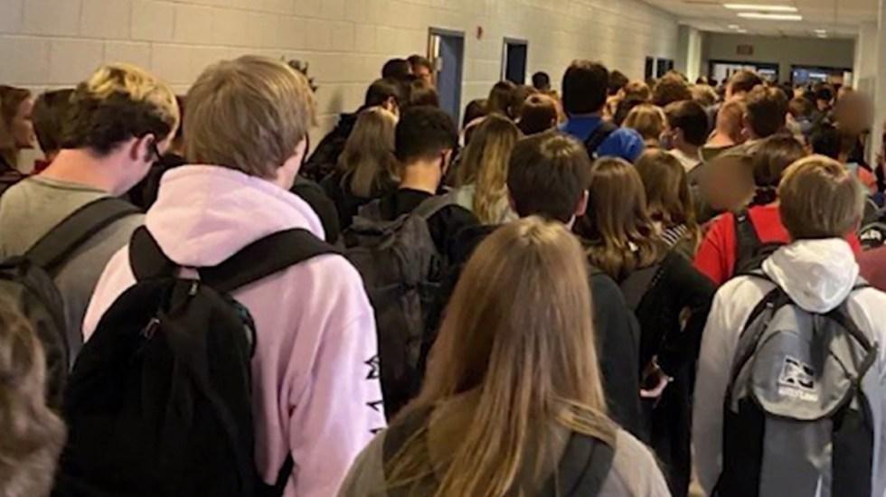 En cuarentena, más de 200 estudiantes en Georgia tras primera semana de clases - Regreso a clases en Georgia sin sana distancia ni cubrebocas obligatorio. Foto de Hannah Waters / CNN