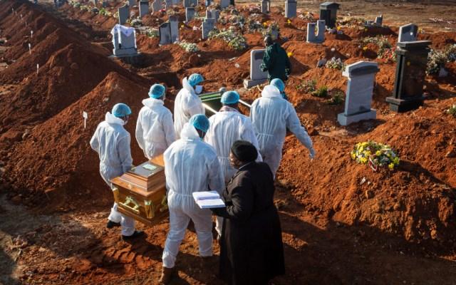 América roza los 400 mil muertos por COVID-19; el mundo supera los 743 mil decesos - Foto de EFE