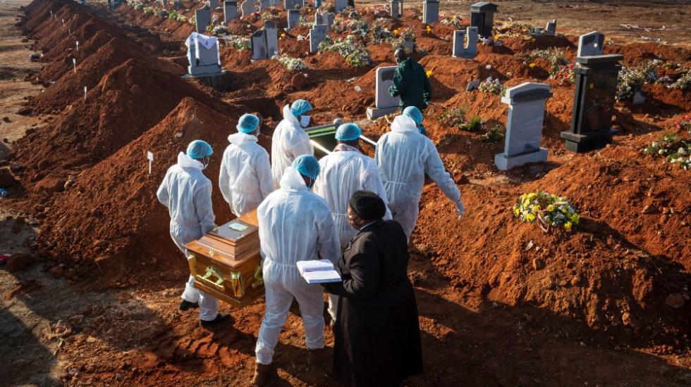 Muertos por COVID-19 supera ya los 700 mil - Foto de EFE