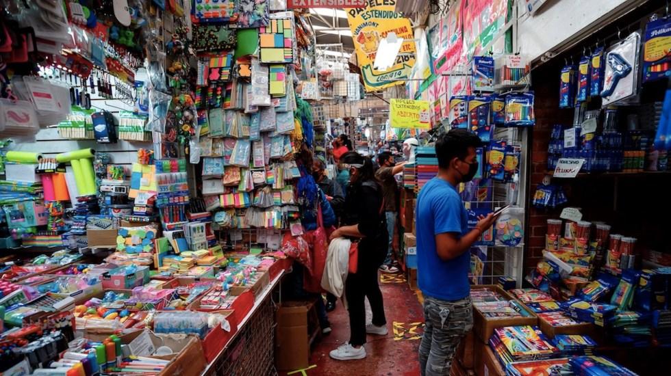 Regreso a clases atípico provoca caída de 70 por ciento en venta de artículos escolares - Foto de EFE
