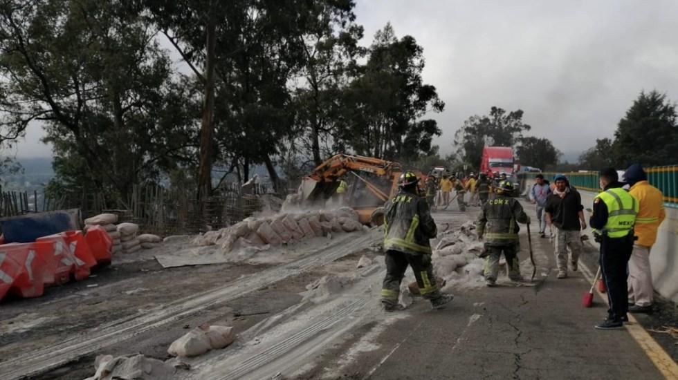Vuelca tráiler en la México-Cuernavaca; provoca cierre intermitente - Foto de Guardia Nacional