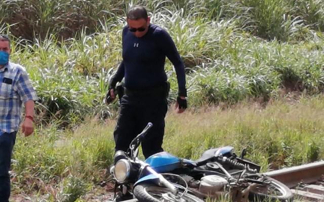 Asesinan en Veracruz al periodista Julio Valdivia - A metros del cuerpo del periodista Julio Valdivia fue hallada su motocicleta. Foto de Diario El Mundo