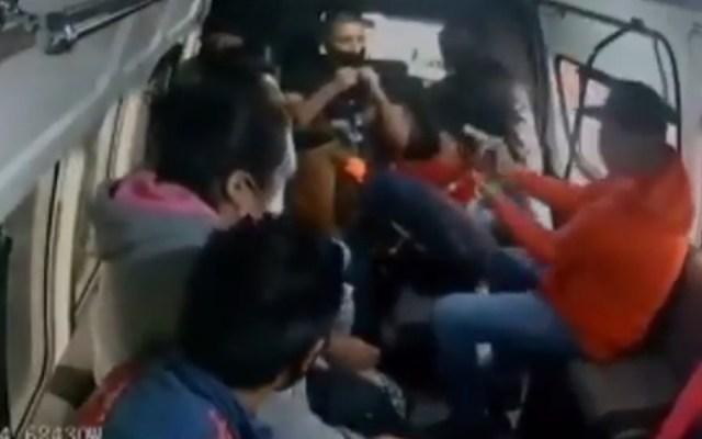 Detienen a sujeto que disparó a joven durante asalto a combi en Naucalpan - Asalto en transporte público en Naucalpan. Captura de pantalla
