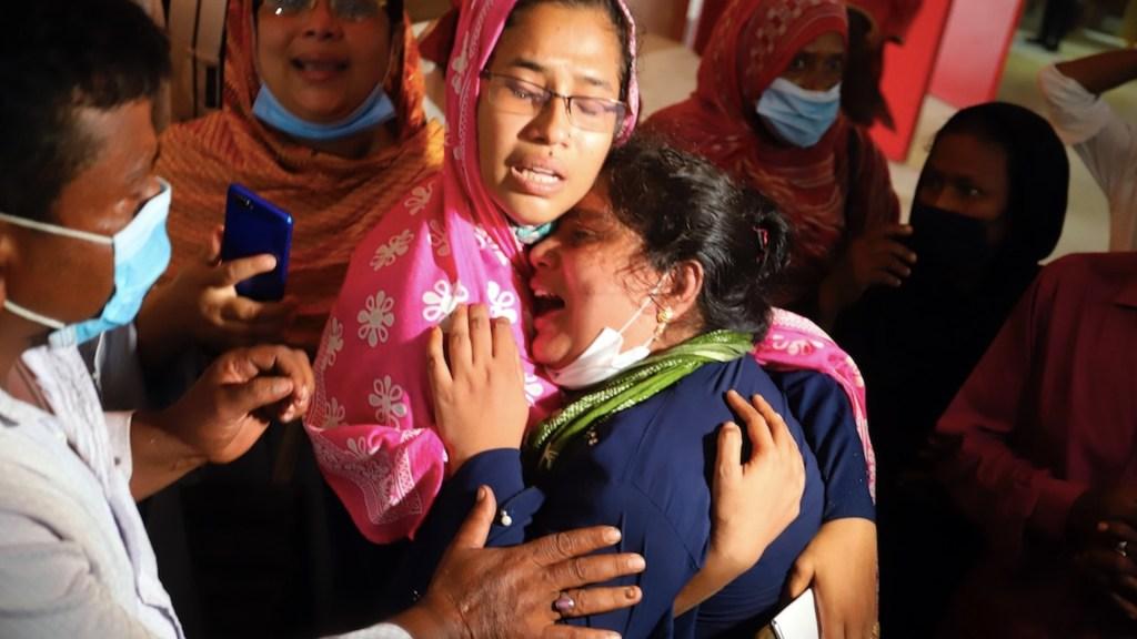 Al menos 17 muertos por explosión de aire acondicionado en mezquita de Bangladesh - Foto de EFE