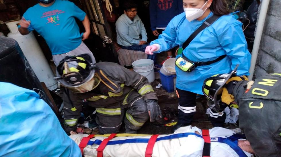 Flamazo en vivienda de Coyoacán deja un hombre lesionado - Bomberos efectuaron el salvamento de un hombre que recibió un flamazo. Foto @Bomberos_CDMX