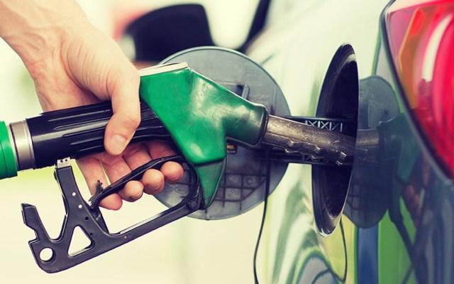 Sanciona Cofece a empresas en Tijuana y Mexicali por pactar precio máximo de gasolinas - Carga de gasolina. Foto de Cofece