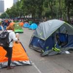 FRENAAA es un movimiento apartidista, aclara integrante - Casas de campaña de manifestantes de FRENAAA contra López Obrador en la CDMX. Foto de EFE