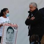 """López Obrador denuncia que """"pacto de silencio"""" impide dar con responsables del Caso Iguala"""