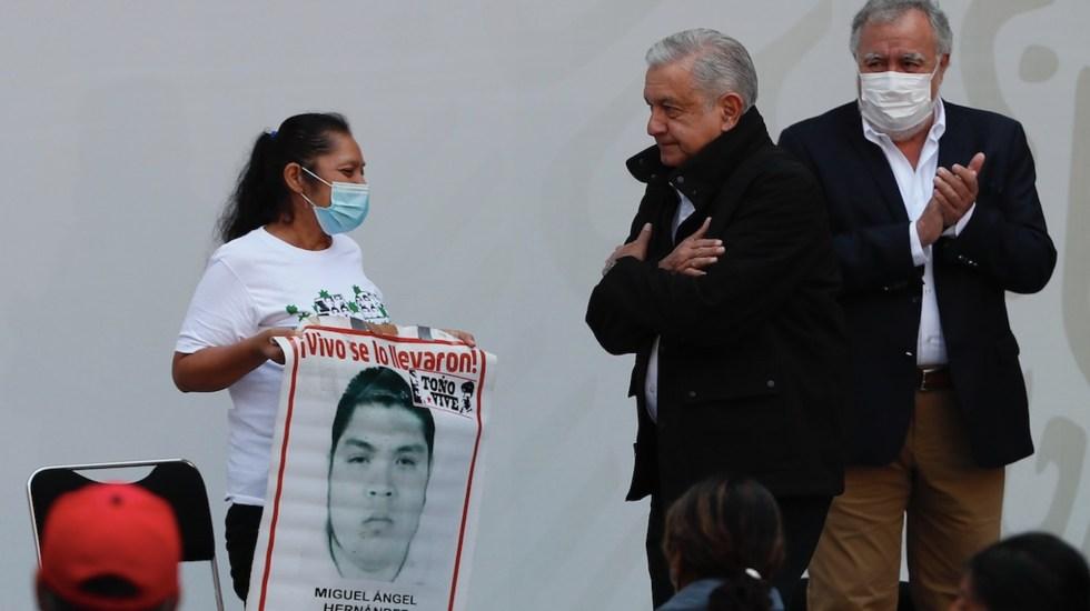 Caso Ayotzinapa, a 6 años: Gobierno asegura que hay avances en la investigación. Madres y padres exigen compromiso y recuerdan a López Obrador que aún faltan 43 - Foto de EFE