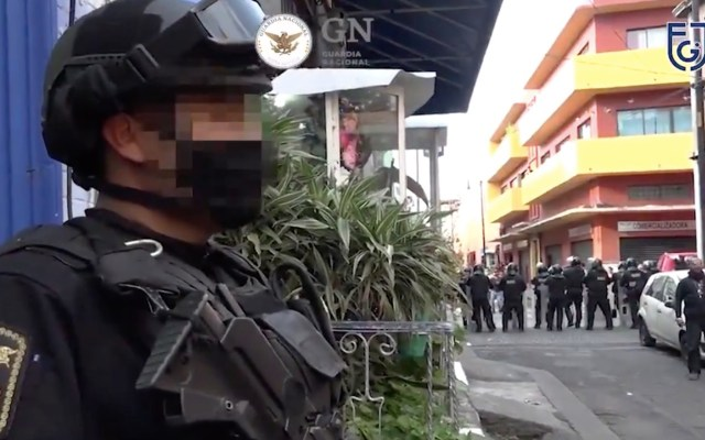 Detienen a 19 en ocho cateos en la alcaldía Cuauhtémoc; aseguran inmuebles y drogas - Captura de pantalla