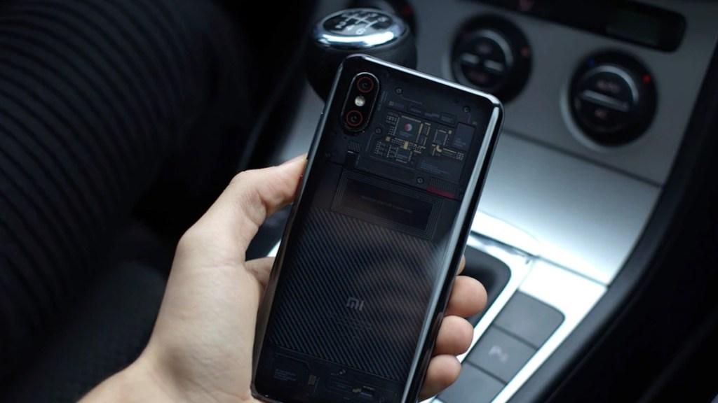 Senado aprueba reforma para evitar que conductores usen el celular mientras manejan en carreteras - Foto de Mateusz Tworuszka @mateusztxx