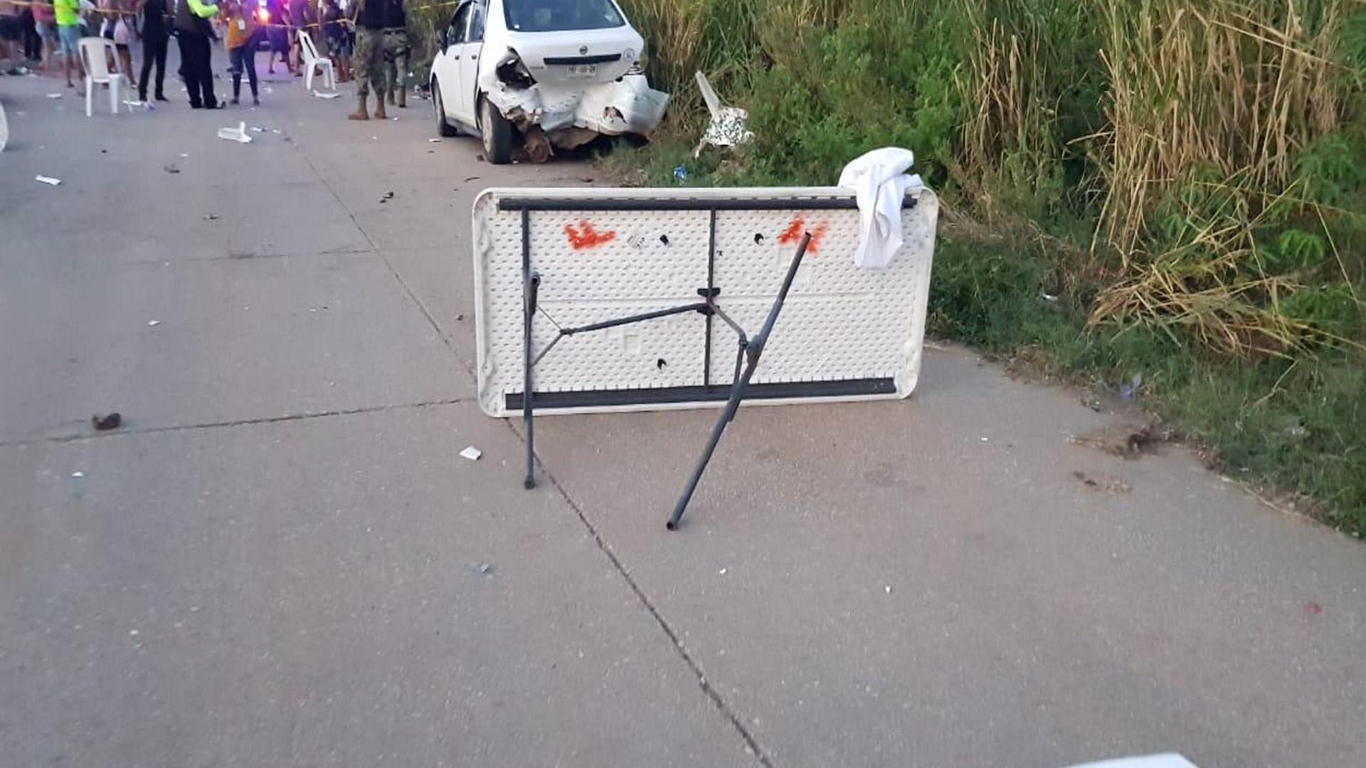 El lunes un sujeto conducía a exceso de velocidad y arrolló a varias personas en Coatzacoalcos, Veracruz. Foto @AlorNoticias