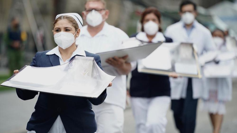 Por actitud heroica ante la pandemia, entregan Condecoración Miguel Hidalgo a trabajadores de la salud - Foto de IMSS