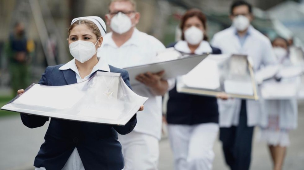 Condecoración Miguel Hidalgo servirá para seleccionar a personal de salud que será vacunado primero contra el COVID-19 - Foto de IMSS
