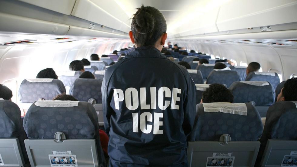 Activistas piden a Biden acelerar cambios en política migratoria - Deportación de migrantes por parte de ICE. Foto de ICEgov