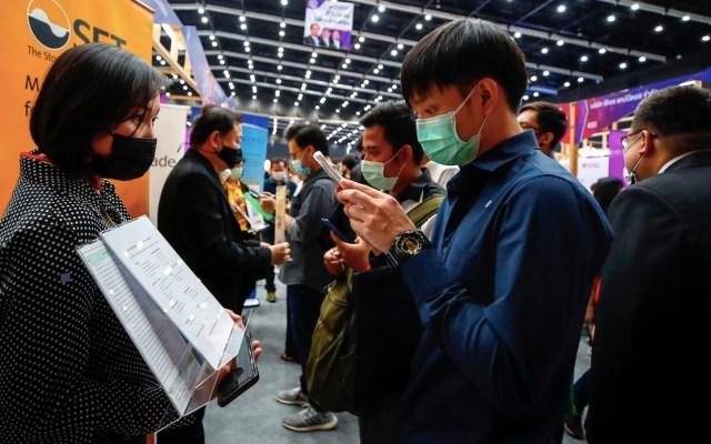 Debido a la pandemia de COVID-19, la feria del empleo más grande de Tailandia recurrió a fuertes medidas sanitarias - Foto de EFE