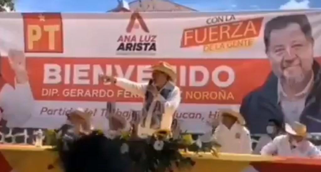"""#Video Por segunda vez, atacan con """"huevazos"""" a Fernández Noroña en Hidalgo. Noticias en tiempo real"""