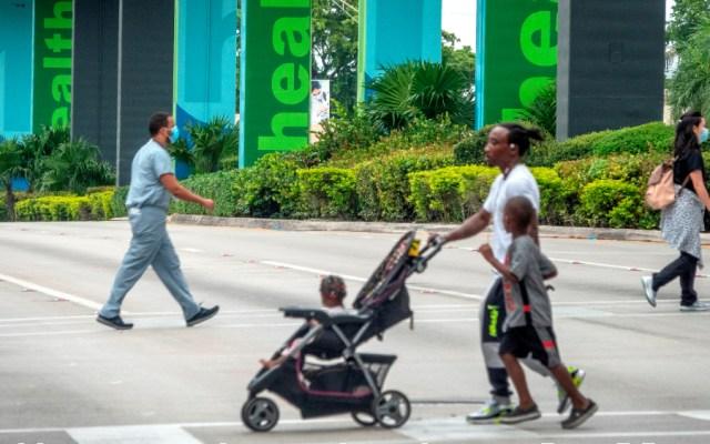 Suben casos diarios de COVID-19 en Florida y baja el número de muertes - Foto de EFE