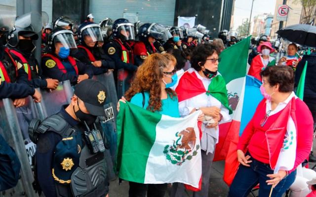 Afirma gobierno capitalino que detuvo avance de FRENAAA para evitar choque con otra movilización - Foto de EFE
