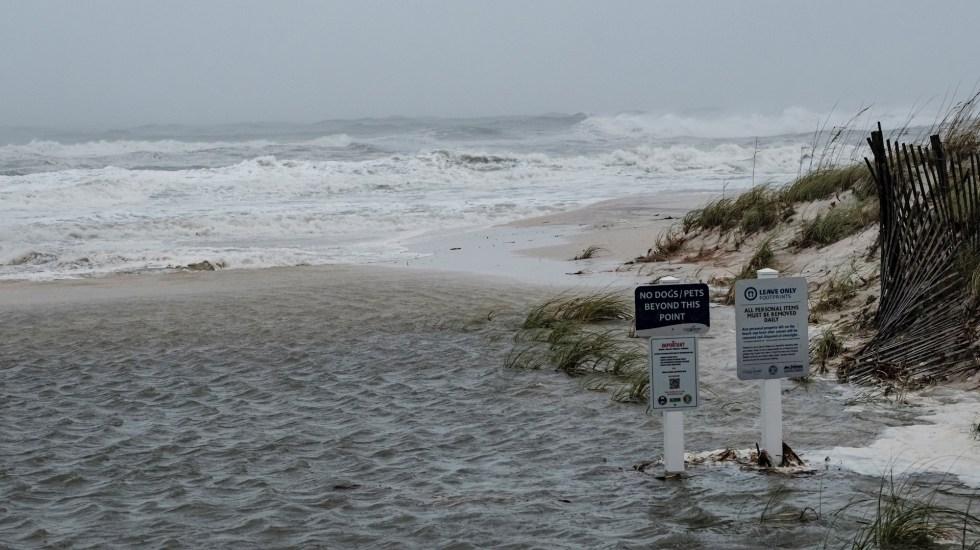 Sally toca tierra en Alabama con vientos de 165 kilómetros por hora - Huracán Sally y sus afectaciones en costas de Alabama. Foto de EFE/EPA/DAN ANDERSON.