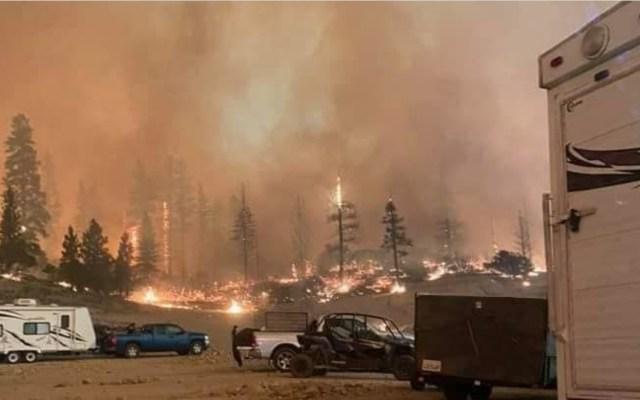 Desalojan en helicóptero a más de 200 personas en California por nuevo incendio - Incendio California. Foto de Cameron Colombero.