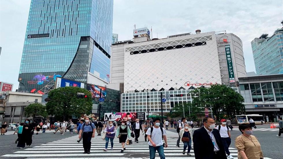 Vacuna de farmacéutica Moderna puede generar anticuerpos neutralizantes en ancianos y adultos mayores - Peatones cruzan el popular cruce de Shibuya, en Tokio, Japón. EFE/Antonio Hermosín/Archivo